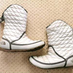 North face size 7 white boots